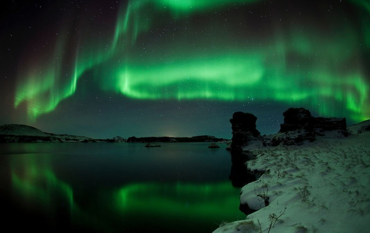 Aurora-over-lake-Myvatn-Skarpi-IMG-6966